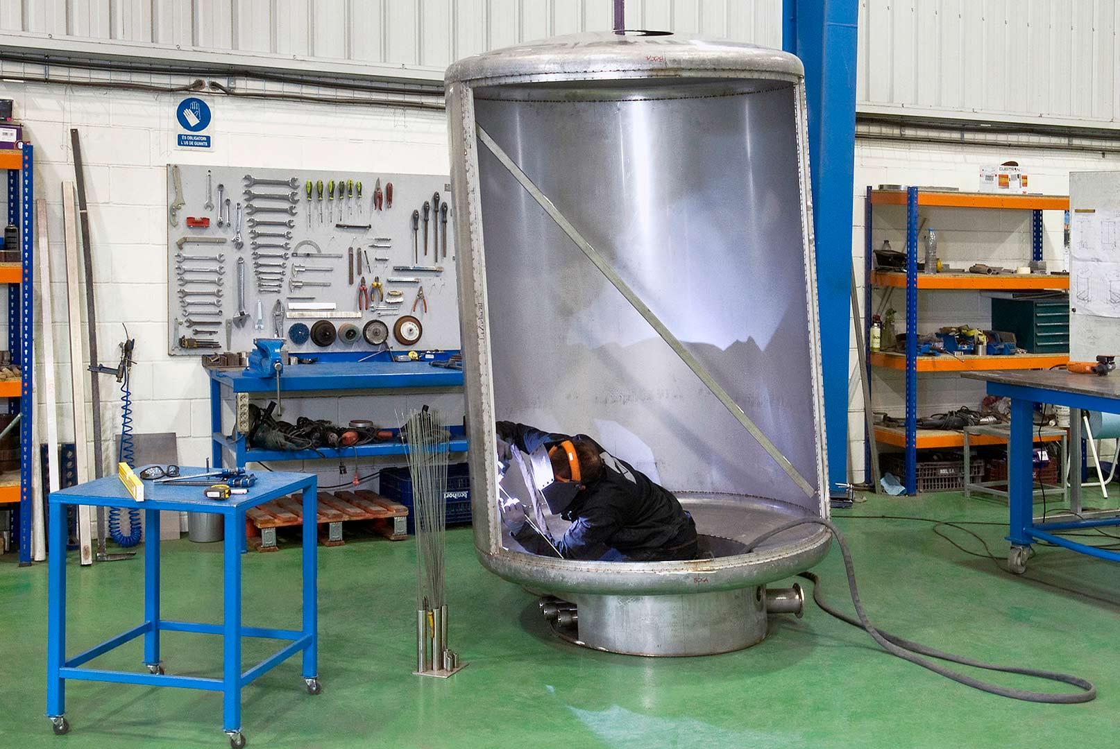 Metalaym, producte inox, grans dimensions, estructura, tolves, dipòsits